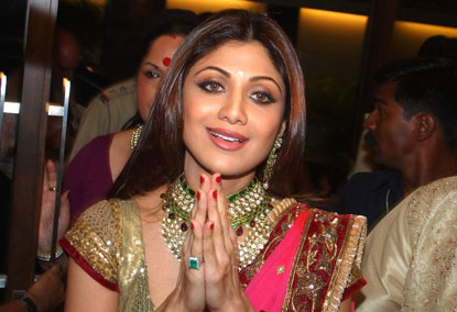 Shilpa shetty greeting  - Shilpa Shetty traditional dress hot pic