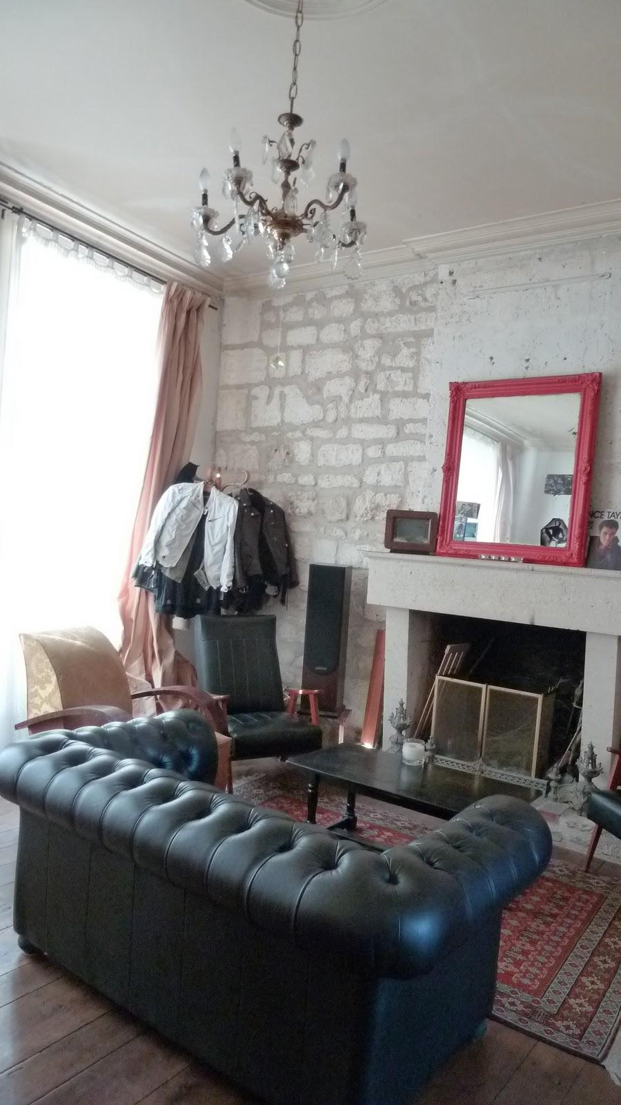 maison vendre angoul me centre salon 22m2 avec chemin e possibilit agrandir plancher. Black Bedroom Furniture Sets. Home Design Ideas