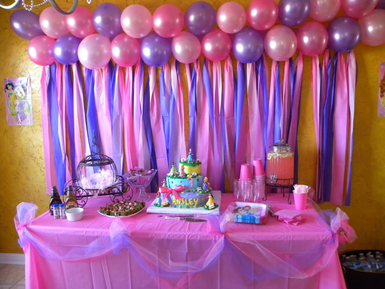 Birthday table decorations for girls - Partydecor Jpg 1 600 1 200 Pixels Wedding Pinterest Disney Tablecloths And Streamers