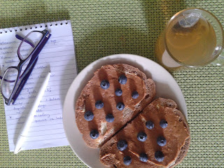 śniadanie, planujemy dzień, zielona herbatka