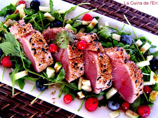 Amanida de tonyina, poma verda i balsàmic de nabius
