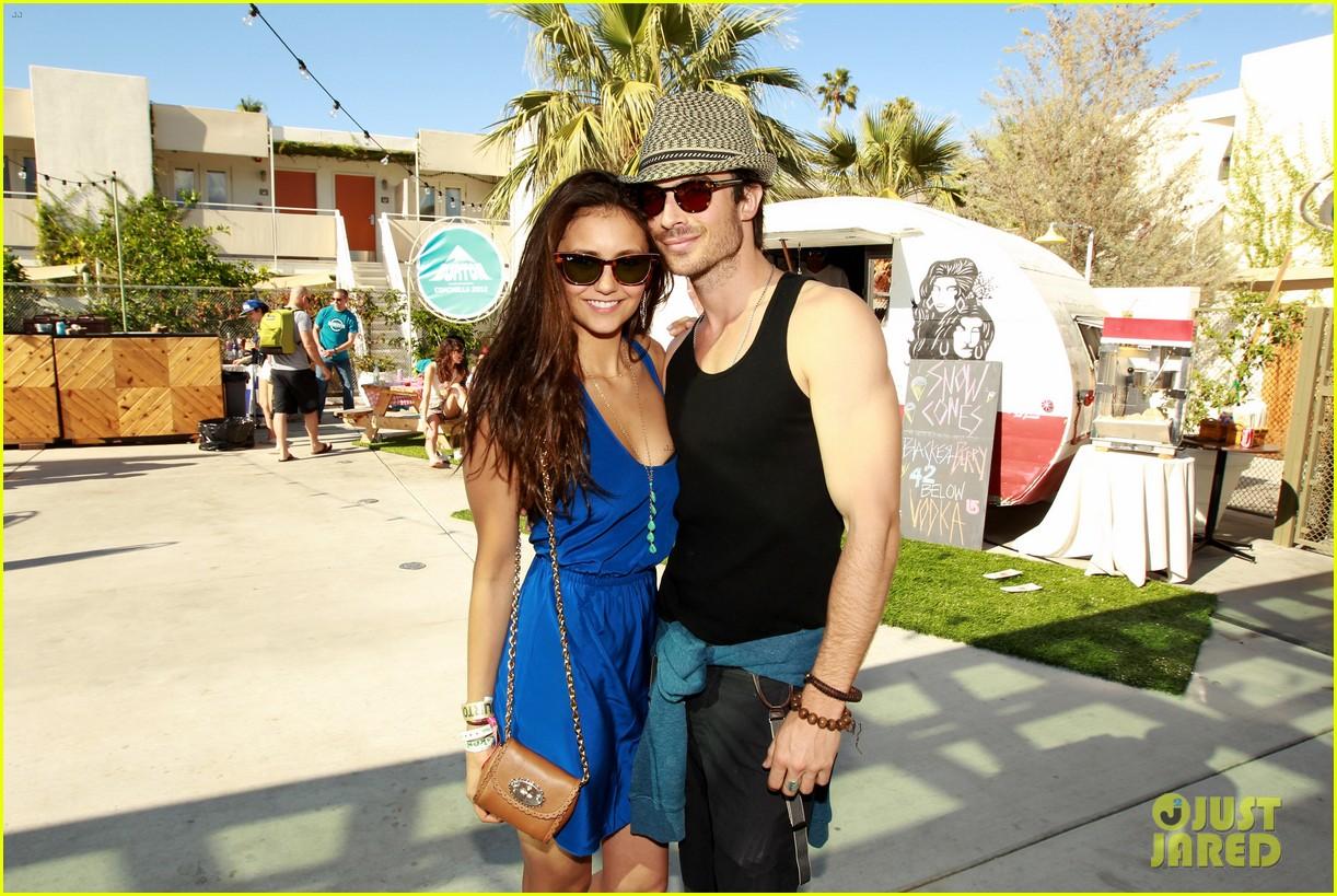 http://3.bp.blogspot.com/-1hTXNQrOtKw/T4xCF4JJlYI/AAAAAAAACoA/ypcwLdonNOw/s1600/ian-somerhalder-nina-dobrev-burton-pool-party-03.jpg