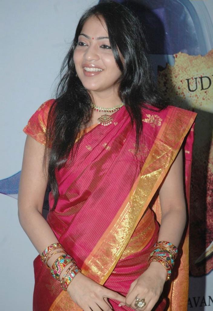 http://3.bp.blogspot.com/-1hZ6Cc6A4QU/ThA_YevhJ9I/AAAAAAAAbyA/3yiPwrY7TMw/s1600/tv+anchor+ramya+hot+sari+stills+6.jpg