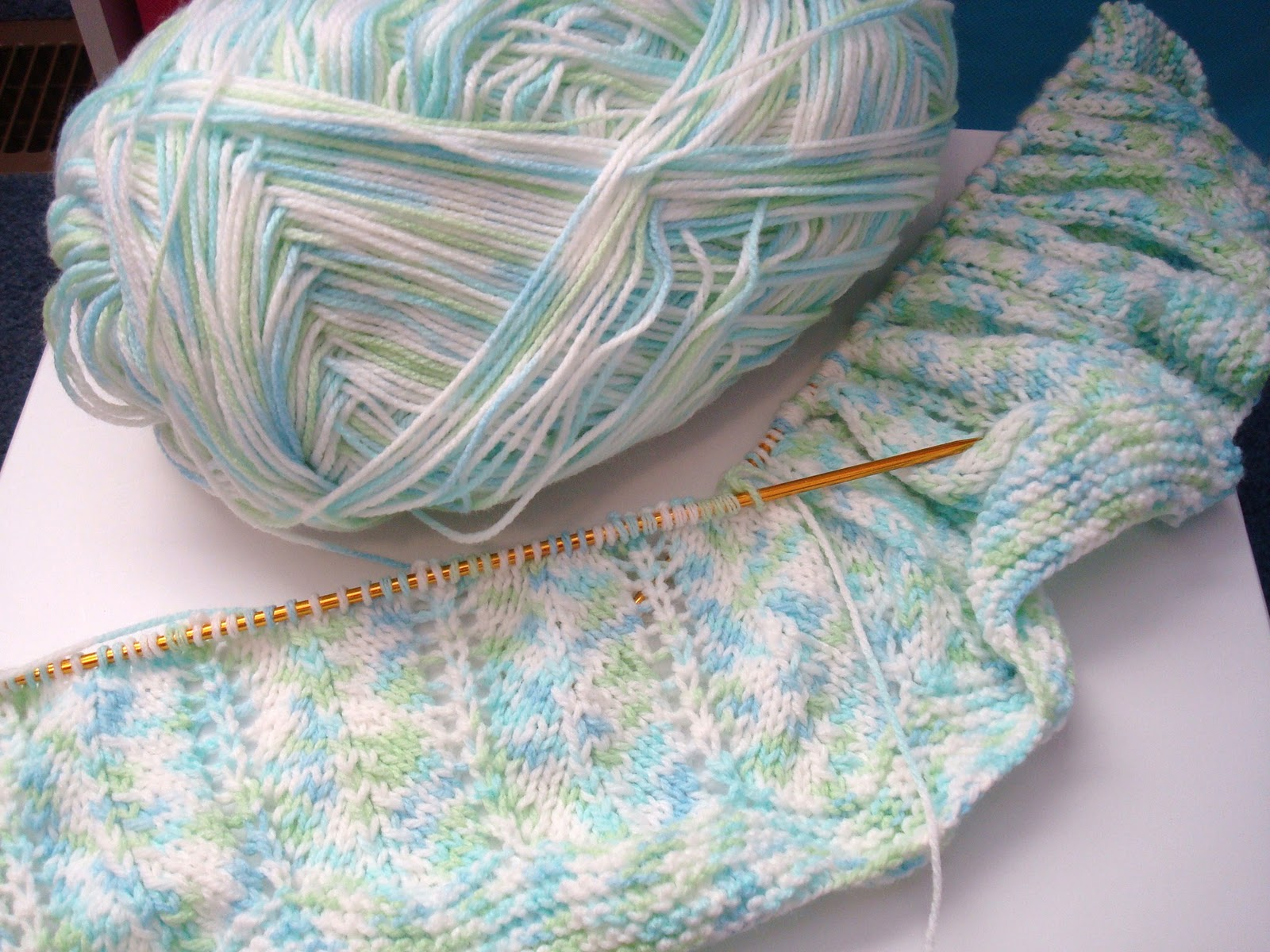 Knitting Patterns Using Baby Yarn : Adrialys Handmade Creations: Works In Progress: Knit Baby Blanket