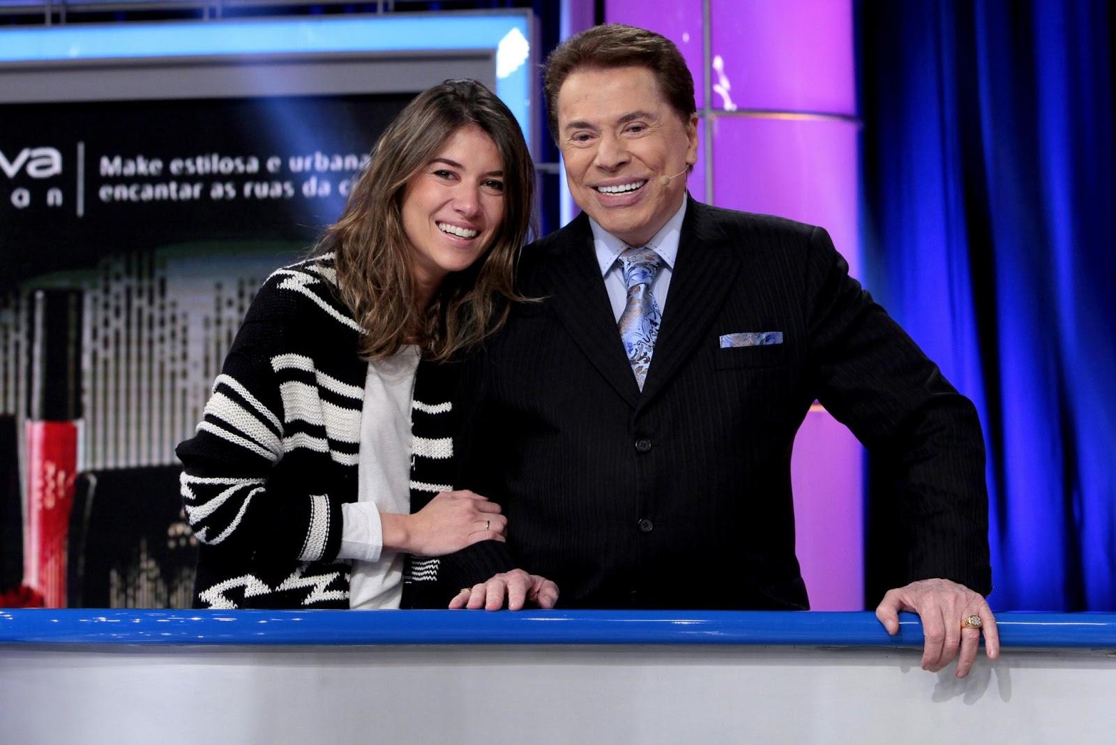 Rebeca e Silvio no comando da atração (Crédito: Lourival Ribeiro/SBT)