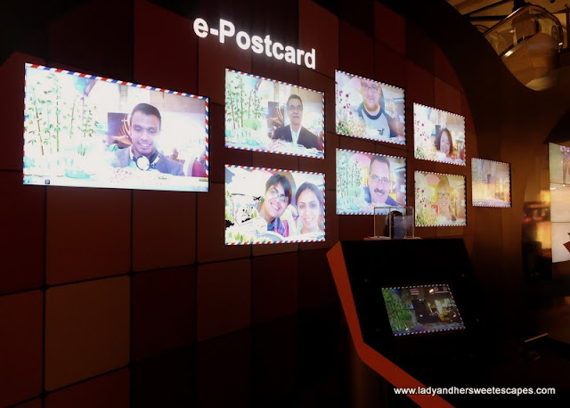 make an e-postcard in Changi Airport Singapore