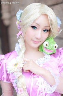 Koyuki cosplay as Disney Rapunzel 1