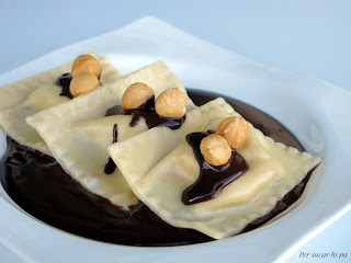 Raviolis de pera y mascarpone con salsa de chocolate