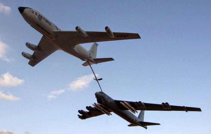 b52refuelling 1 O ataque secreto dos B-52 que foi comparado a missão de Doolitlle
