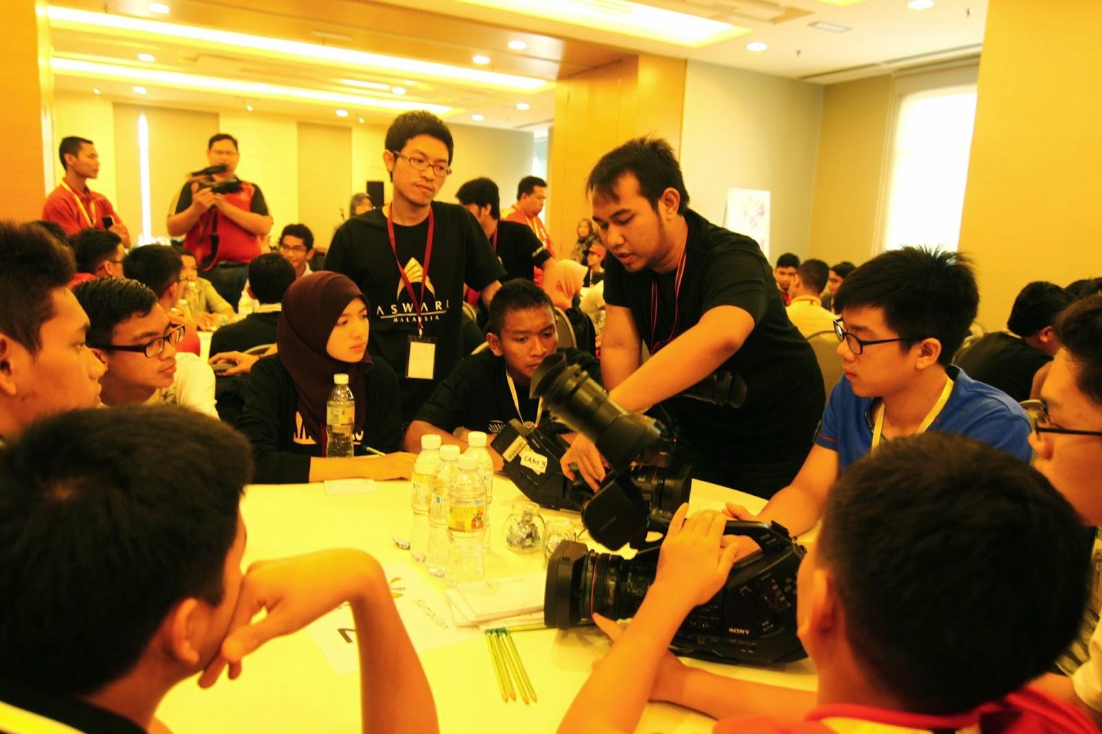 penerangan ringkas mengenai penggunaan kamera yang akan digunakan, iaitu Sony DX3 oleh abang fasi Syafik