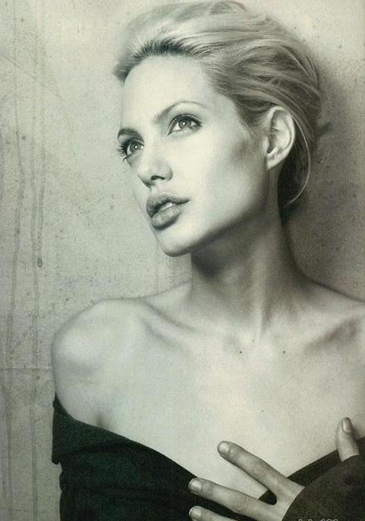 Fresh Look Angelina Jolie Short Hairstyles 16