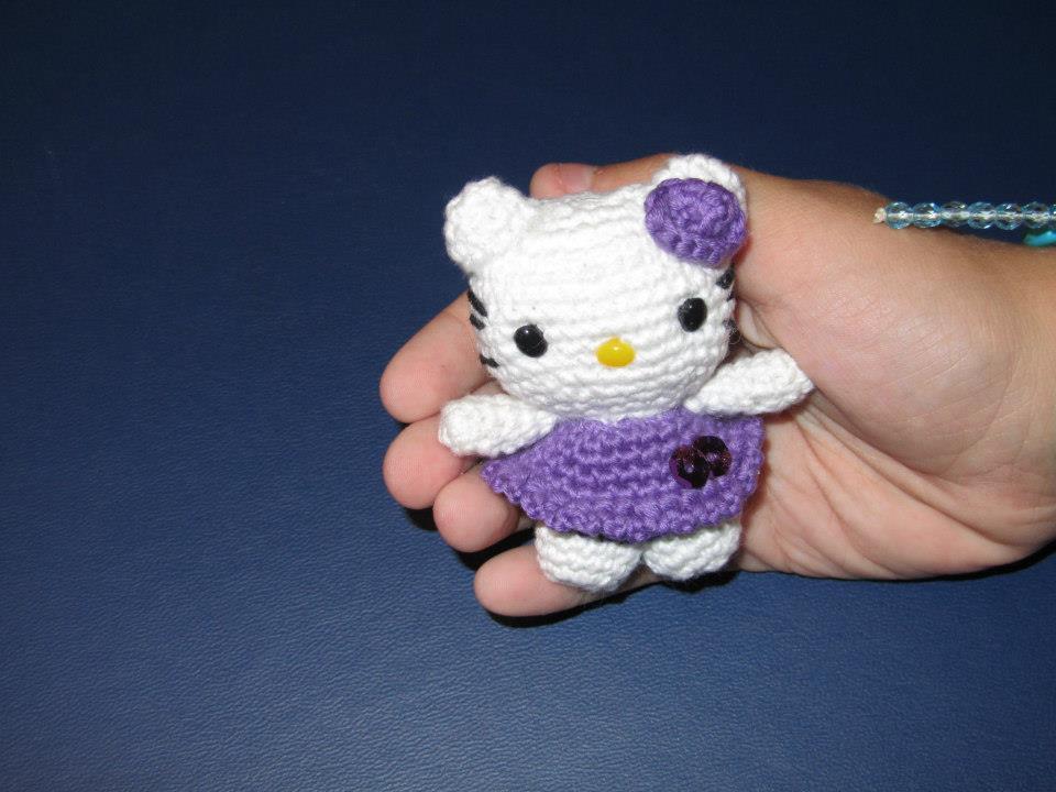 Amigurumi Hello Kitty Tejiendo Peru : MADRES HIPERACTIVAS: Llavero Amigurumi Mini Hello Kitty