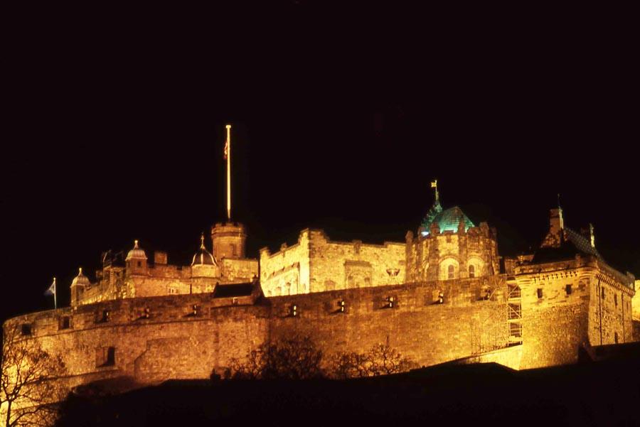 Must visit sights of edinburgh scotland travel wonders for Travel to edinburgh scotland