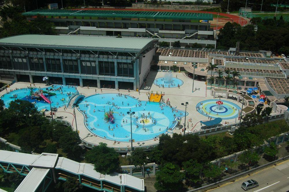 Chinese American Mama Water Parks In Hong Kong