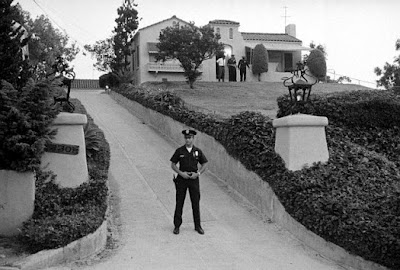The tate labianca homicide research blog for Murder house tour los angeles