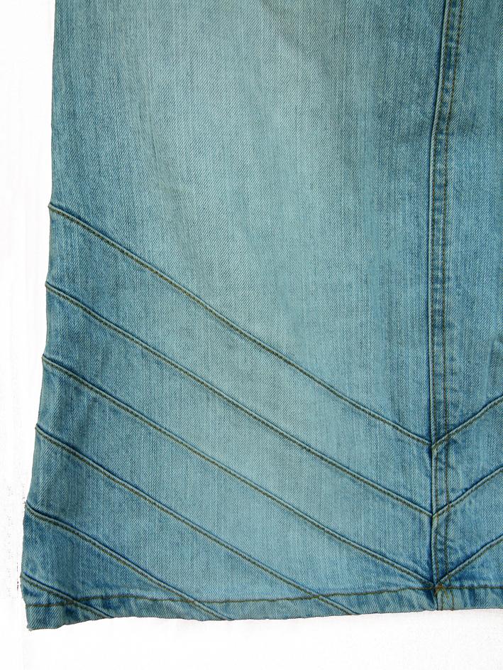 fusta de blugi, material usor decolorat in mijloc, cambrata
