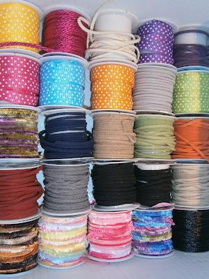 cintas y cordones para hacer lazos en los regalos