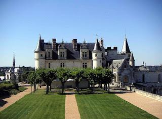 """Jardin de Naples Château d'Amboise"". Licensed under CC BY-SA 2.5 via Wikimedia Commons - http://commons.wikimedia.org/wiki/File:Jardin_de_Naples_Ch%C3%A2teau_d%27Amboise.JPG#/media/File:Jardin_de_Naples_Ch%C3%A2teau_d%27Amboise.JPG"