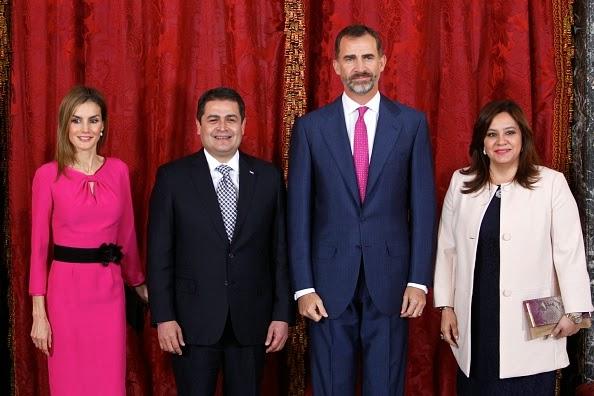 King Felipe VI of Spain (2R) and Queen Letizia of Spain (L) receive President of Honduras Juan Orlando Hernandez Alvarado (2L) and wife Ana Rosalinda Garcia (R) at the Royal Palace on 01.10.2014 in Madrid, Spain.