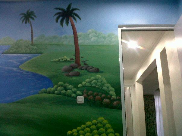 Lukis Dinding Ruang Keluarga