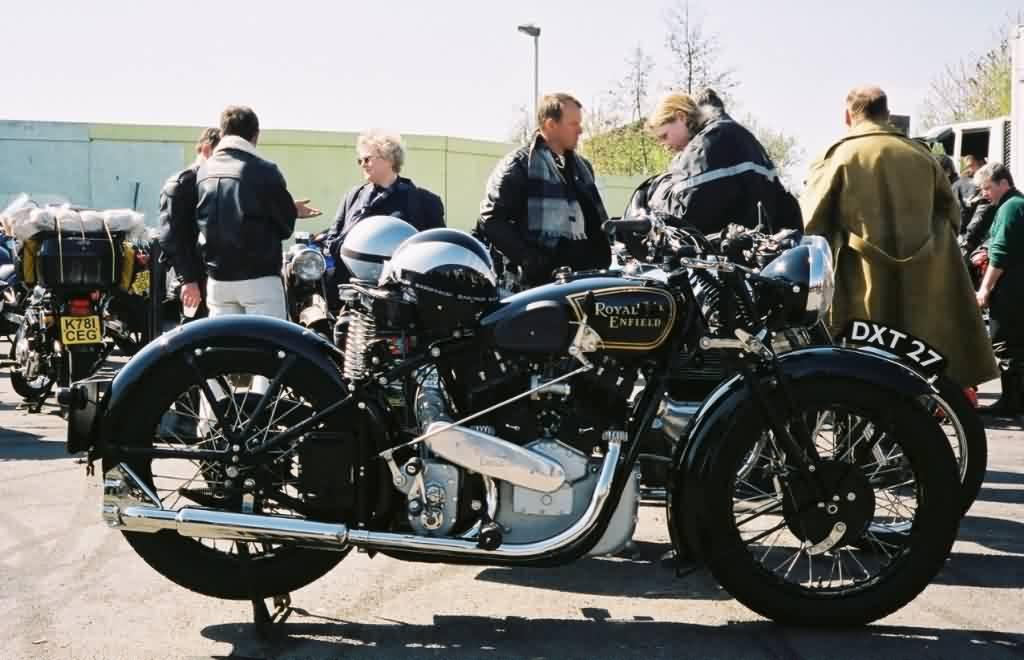 club5a reportage motos collection de moto britannique. Black Bedroom Furniture Sets. Home Design Ideas