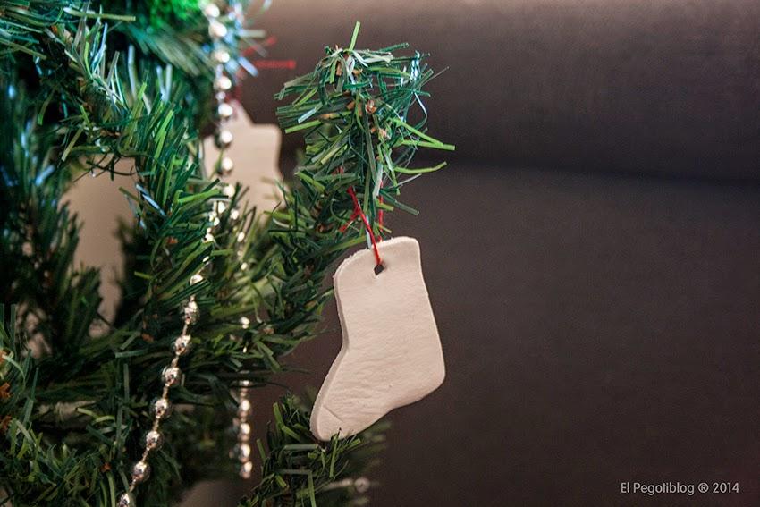 Decorar el árbol de Navidad con pasta de modelar