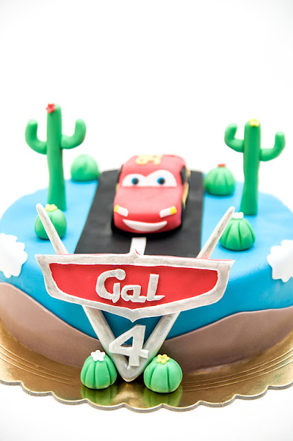 Cars fondant cake Lightning McQueen chocolate cake vertical shot