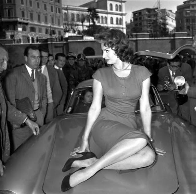 Car Girls: Sophia Loren & Her Mercedes-Benz 300 SL