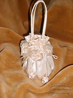 "<img src=""http://maslik-kukla.blogspot.com/2012/09/sumochka-nevesty.html"" alt=""сумочка невесты″ />"
