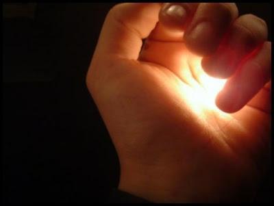 http://3.bp.blogspot.com/-1mo4u-d-5TU/TaCCgnmAJvI/AAAAAAAAAzc/iRSBXvZmfVg/s1600/Cahaya-Ilahi.jpg