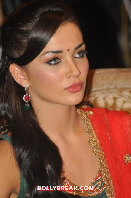 Amy jackson stunningly beautiful - (3) -  Amy Jackson in a red and green suit