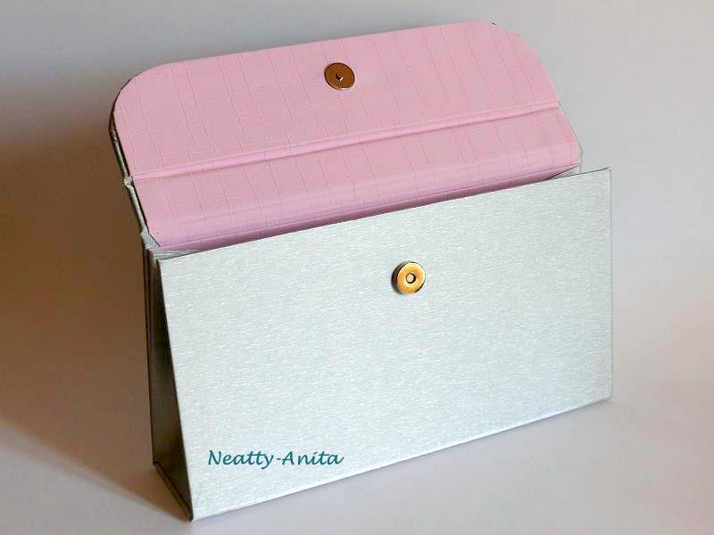 le blog de neatty cartonnage une pochette pour un mariage. Black Bedroom Furniture Sets. Home Design Ideas