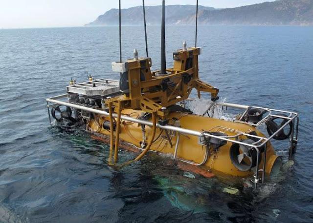 Pressurized Rescue Module (PRM-1) Falcon (Navy photo: Daniel Moreno)