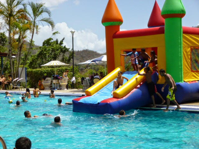 INFLABLE EN PISCINA 2