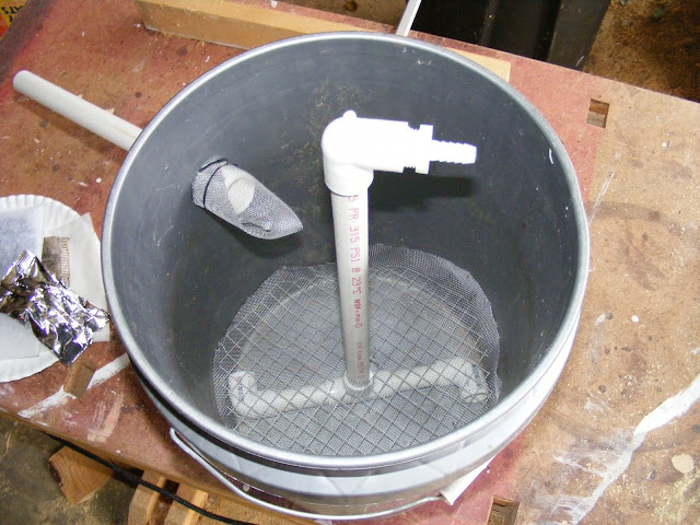 Homemade fish filter media homemade free engine image for Diy pond filter bucket