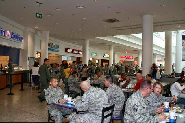 Military News - 40 lawmakers seek to halt closure of military fast food outlets