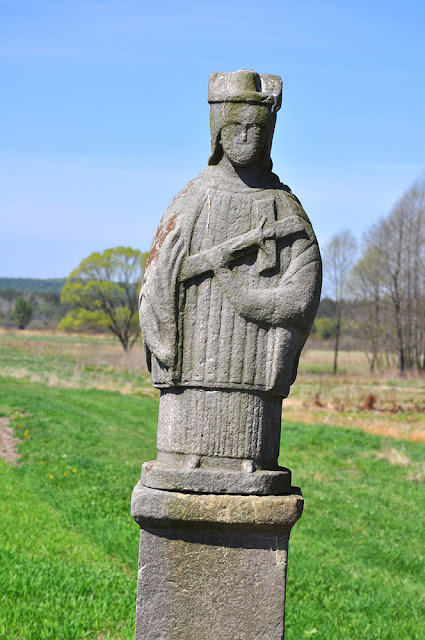 Luta k. Krasnej, kamienna figura św. Jana. Fot. KW.