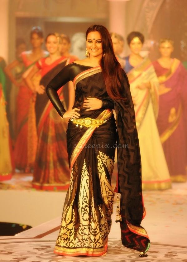 Sonakshi-sinha-ramp-walk-Rajguru-black-designer-saree
