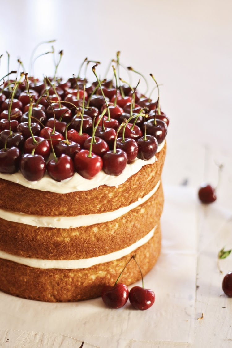 Hot Party Trends For 2016; naked cakes