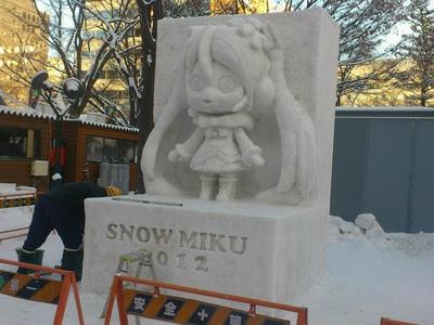snow miku estatua reconstruida festival nieve