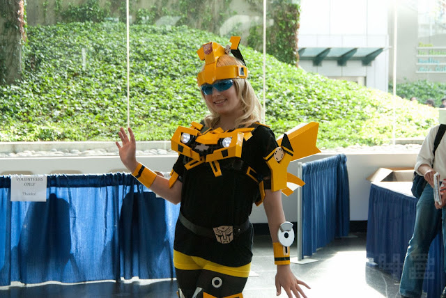 bumblebee transforms girl cosplay