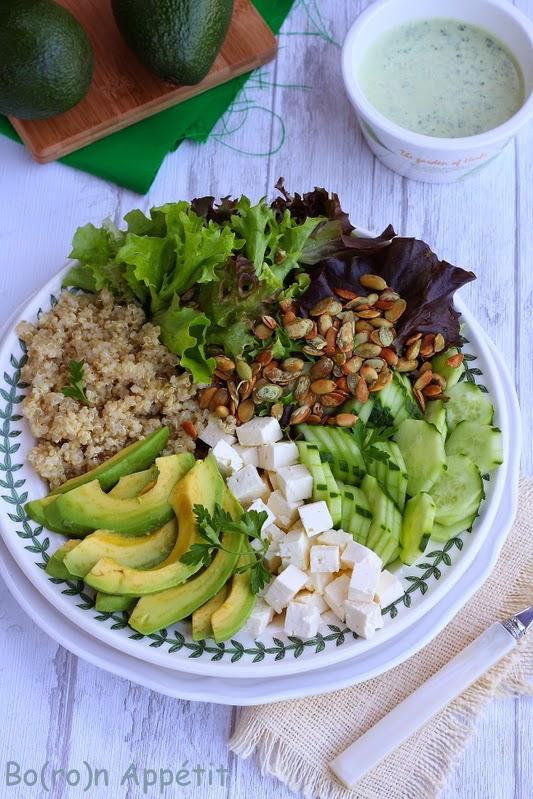 Sałatka awokado, komosa ryżowa, feta