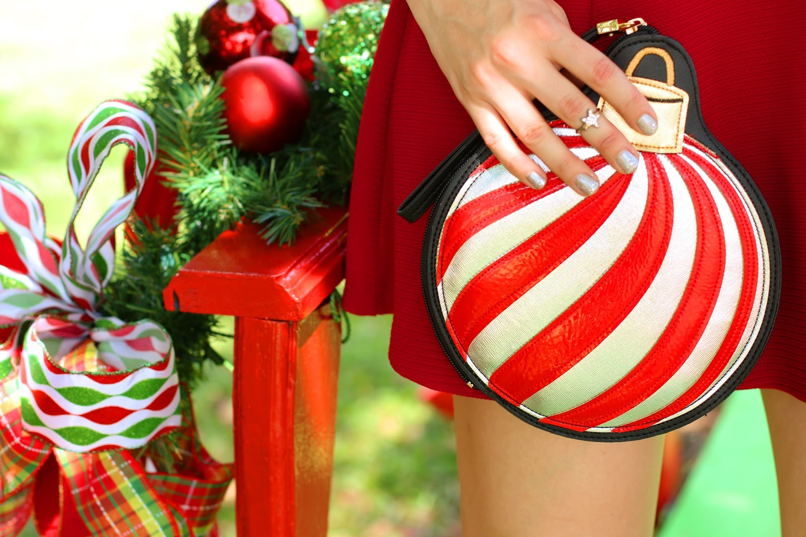 In love with this Christmas ornament clutch!