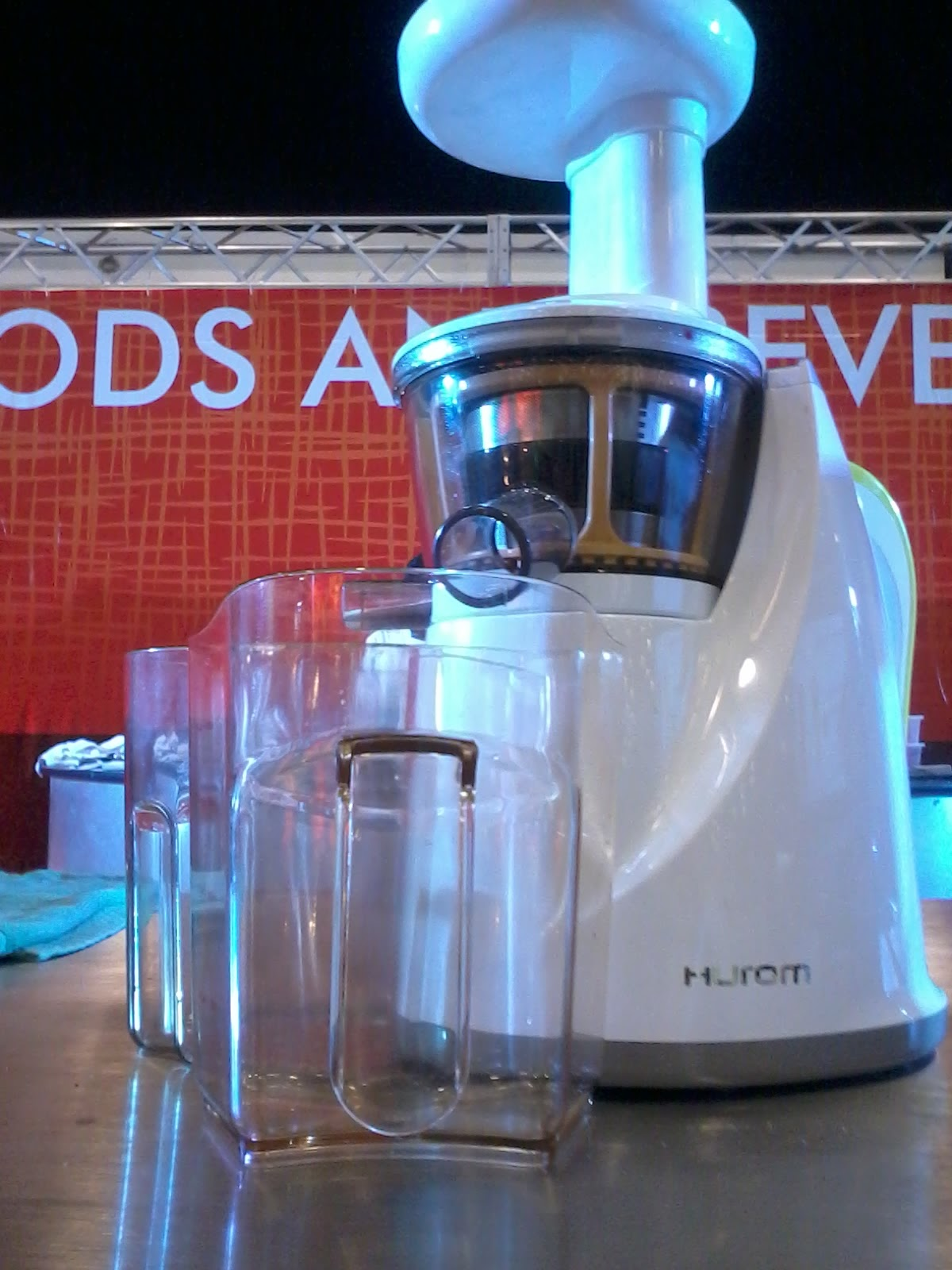 HUROM SLOW JUICER DEMO BY CHEF KEL ZAGUIRRE AT THE MAFBEX 2012 Security Blanket