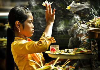 Doa Sehari-Hari Agama Hindu Bali Beserta Artinya