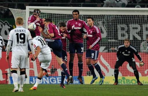 Borussia Mönchengladbach player Juan Arango scores a goal from a free-kick against Schalke