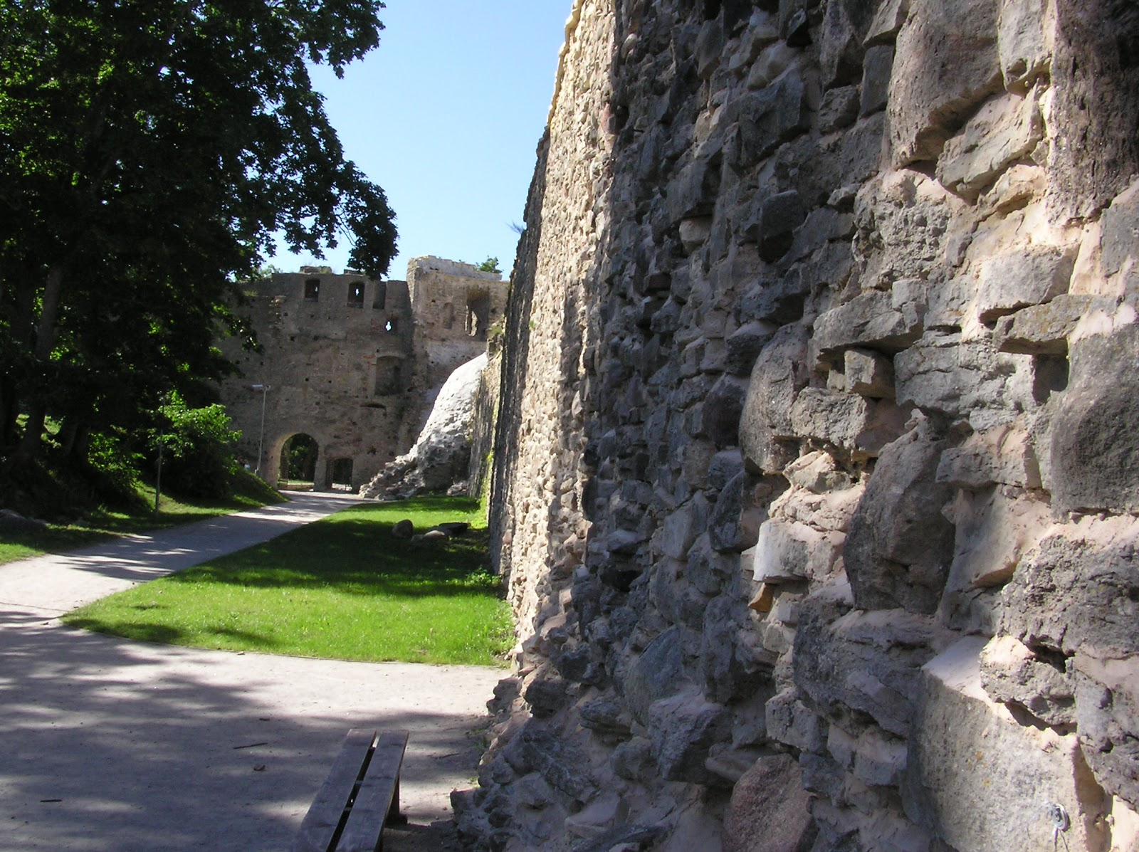 Город Хаапсалу и монастырь Падизе