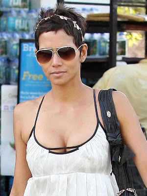 Halle Berry Big Boobs Cleavage Pokies in Los Angeles