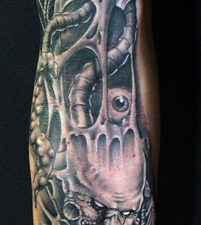 3d tattoo: alien creatures hiding inside a human body