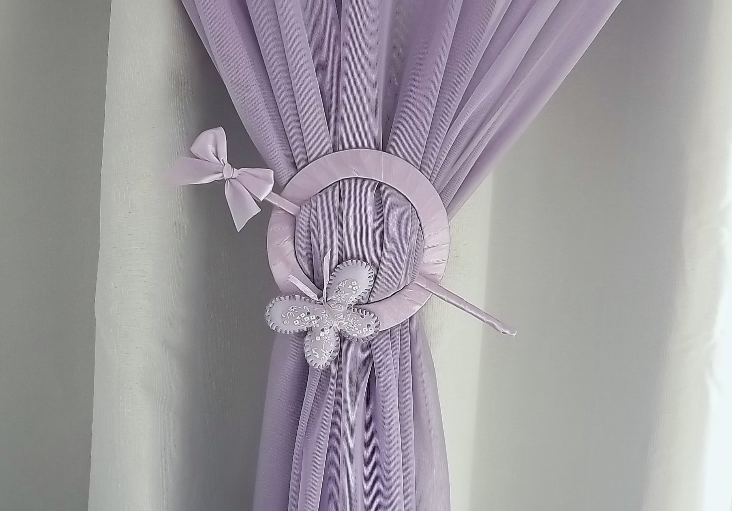Atelier 1 2 3 fazendo prendedor para cortina borboleta lilas for Como poner ganchos de cortinas